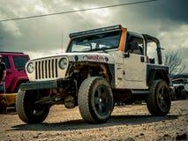 Orange Jeep Rock Crawling arkivbild