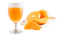 Orange juce på vit bakgrund Arkivfoto
