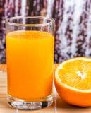 Orange Juice Drink Indicates Refresh Oranges und saftig stockfoto