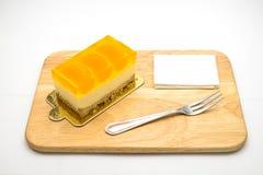 Orange kaka på den vita bakgrunden Royaltyfri Fotografi