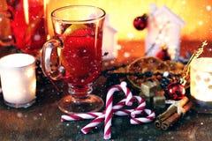 Orange kanelbrunt socker för jultoddy Arkivfoto