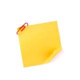 Orange klebrige Papieranmerkung mit einem roten Klipp Stockfotografie