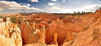 Orange Klippe und Unglücksboten in Bryce Canyon Lizenzfreie Stockbilder