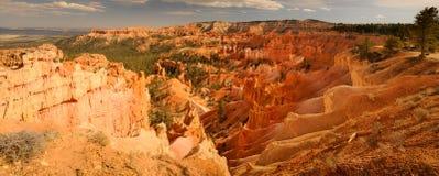 Orange Klippe und Unglücksboten in Bryce Canyon Stockfoto