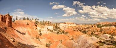 Orange Klippe und Unglücksboten in Bryce Canyon Lizenzfreie Stockfotografie