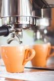 Orange kopp kaffe för espresso Royaltyfri Foto