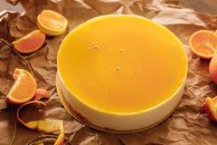 Orange Kuchen mit orange Scheiben Stockfotografie