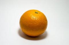 Orange Lügen auf einem weißen Hintergrund für die Verarbeitung Lizenzfreies Stockfoto