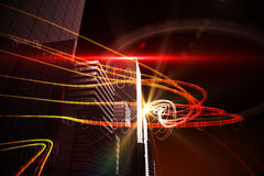 Orange Lichtstrahlen über Wolkenkratzern Lizenzfreie Stockfotografie