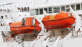 orange lifeboats royaltyfria foton