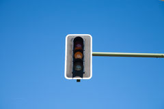 Orange ljus för semafor på Arkivfoton