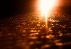 Orange ljus läcka på gropig hd för yttersidatexturbakgrund arkivfoton
