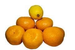Orange mandarin, citron som isoleras på vit bakgrund arkivfoto