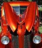 Orange metallische Weinlese-Limousine Lizenzfreie Stockfotografie