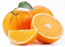 Orange mit Blatt. Stockfoto