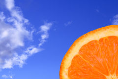 Orange mit blauem Himmel Stockfoto
