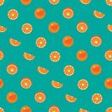 Orange mit nahtlosem Muster der Schale und der orange Scheibe auf grünem Knickentenhintergrund Lizenzfreie Stockfotos