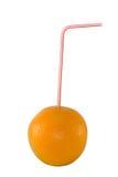 Orange mit Stroh Stockfoto