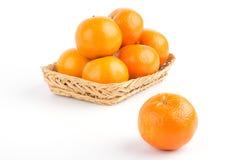 Orange moget i korg Royaltyfria Foton