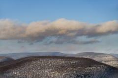 Orange molnmusikband över de Catskill bergen royaltyfri fotografi