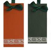 Orange och gröna etiketter Arkivbilder