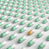 Orange och gröna Pills Royaltyfria Bilder