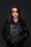 Orange och röda bergkristaller på en flickaframsida Fotografering för Bildbyråer