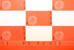 Orange och vit tegelplatta. royaltyfri fotografi