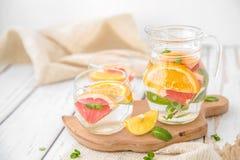 Orange Pampelmuse und Minze Detox-Wasser Lizenzfreies Stockbild