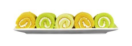 Orange, Pandan und Vanille-Schweizer Rolls lokalisiert auf weißem Hintergrund Lizenzfreie Stockfotos