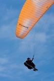 Orange paraglider at Torrey Pines Gliderport in La Jolla Royalty Free Stock Photos