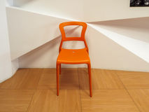 Orange plast- stol Royaltyfri Foto