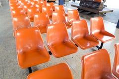 Orange plast-stolar Fotografering för Bildbyråer