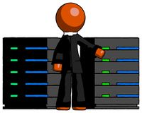 Orange prästerskapMan With Server kuggar, i Front Of Two Networked S Arkivfoton