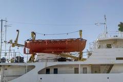 Orange r?ddningsaktionfartyg royaltyfria foton