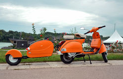Orange retro vespa Royalty Free Stock Photography