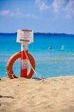 Orange Rettungsgürtelretter auf der Strandsicherheit Stockfoto