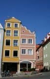 Orange rosafarbenes Haus Stockfoto