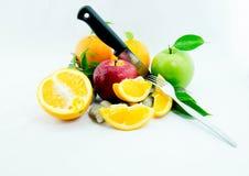 Orange, roter und grüner Apfel lokalisiert auf Weiß Stockfotos