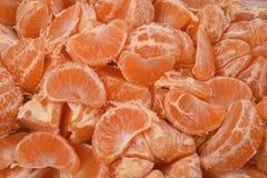 Orange saftiga lobules skalade mandariner, den nya frukten för fruktsaft Fotografering för Bildbyråer
