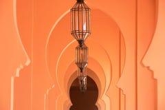 Orange sandiger arabischer morrocco Art-Korridorhintergrund Stockbilder