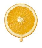 Orange Scheibe mit Tropfen des Safts Stockfoto