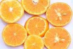 Orange Scheiben gesetzt mit weißem Hintergrund lizenzfreie stockbilder