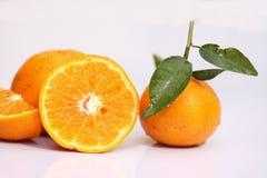 Orange Scheiben gesetzt mit weißem Hintergrund stockfotografie