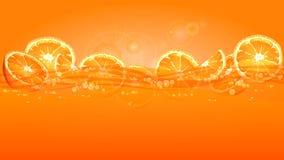 Orange Scheiben im Saft Stockfotografie