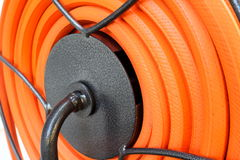 Orange Schlauch auf Spule Lizenzfreie Stockbilder
