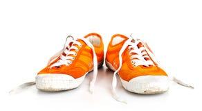 Orange schmutzige Schuhe getrennt Lizenzfreies Stockbild