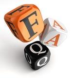 Orange schwarze Würfelblöcke FAQ Stockfotos