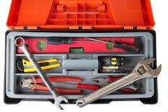 Orange schwarzer Plastikwerkzeugkasten mit Satz Werkzeugen des erfahrenen Arbeiters Stockbilder
