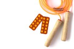 Orange Seilspringen mit den Blasen von Pillen auf weißem Hintergrund Hea Stockbild
